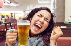 Uống rượu, bia giúp chúng ta nói ngoại ngữ trôi chảy hơn